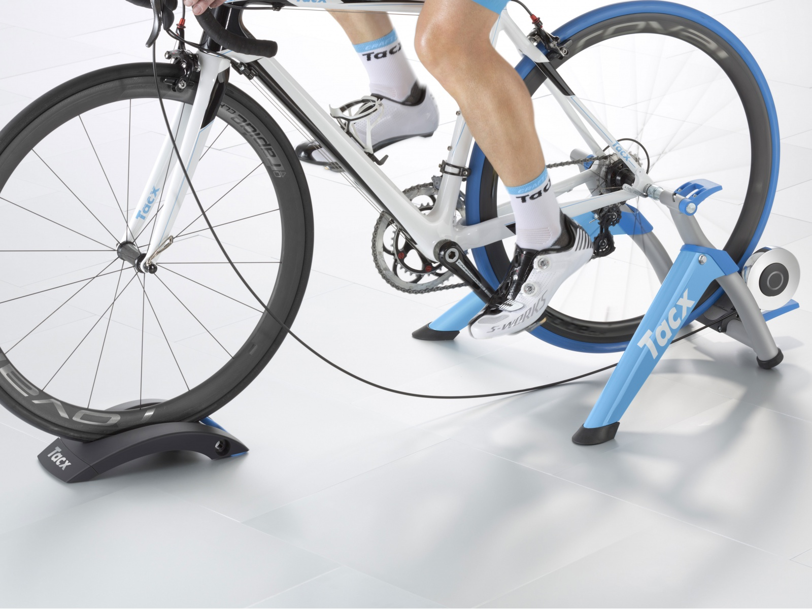 TACX Cyklotrenažér T2400 Satori Smart (modrá)