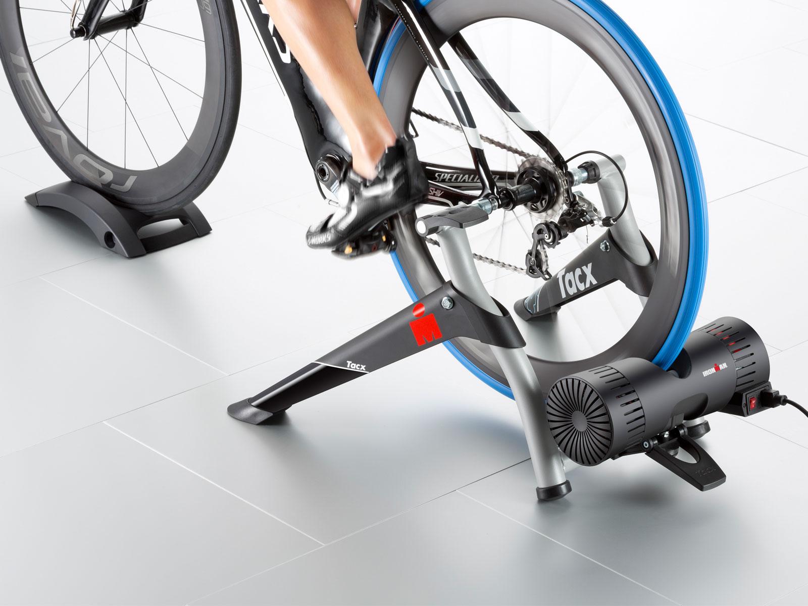 TACX Cyklotrenažér T2060 Ironman Smart (černá)