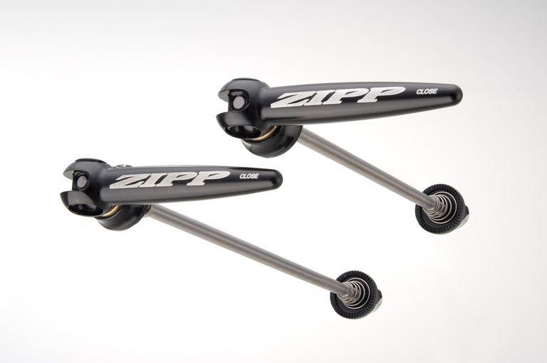 Rychloupínač Zipp titanový, černé s černým Logem, 100mm/130mm , pár pro silniční kola