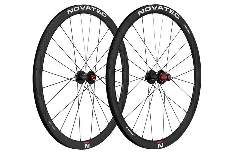 """Silniční kola Novatec R3 Disc clincher 28"""""""
